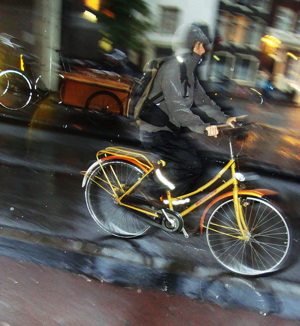 Windchill and the humid cold of the Dutch winter makes for a brisk ride. Photo courtesy of Amsterdamfietsmuseum.nl.