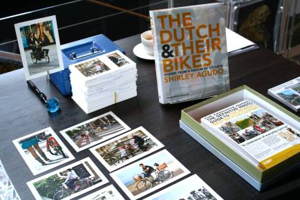Shirley Agudo displayed her book and photos at the Winter Cycling Congress. Photo by Guilherme Costa.